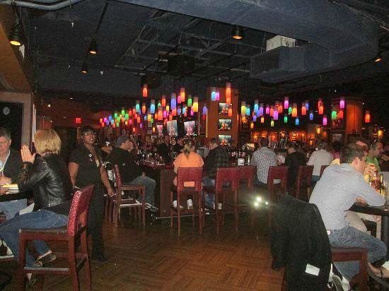 Hard Rock Cafe : bar area, you can wait here for your table in the restaurant