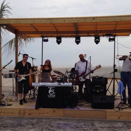 Laguna Grill And Rum Bar: Totally Entertaining Band with an Ocean View