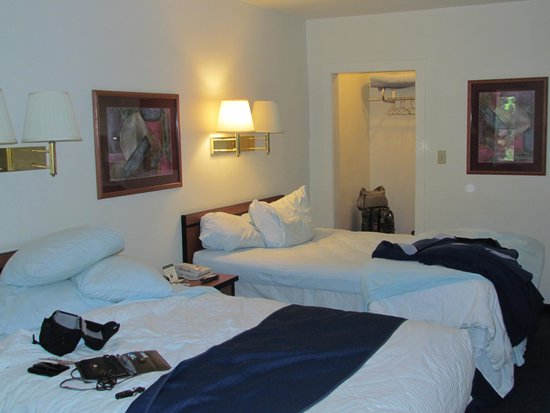 Americas Best Value Inn Villa Motel: Our older duplex room, from the door