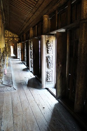 Golden Palace Monastery  (Shwenandaw Kyaung): Inside