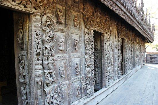 Golden Palace Monastery  (Shwenandaw Kyaung): Intricate detail