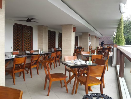 The Magani Hotel and Spa: outdoor restaurant