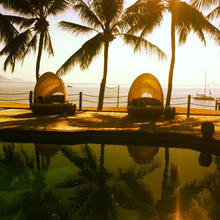 Evason Ana Mandara Nha Trang : Sunset around the smaller pool