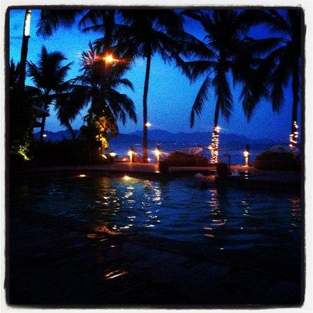 Evason Ana Mandara Nha Trang : Evening cocktails at smaller pool