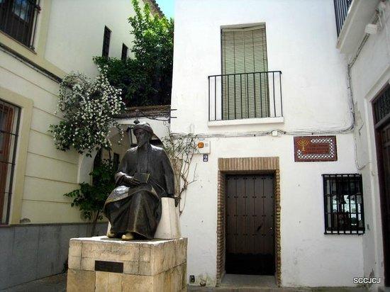 Jewish Quarter (Juderia): Statue of Moses Maimonides