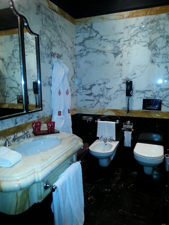 Hotel Danieli, A Luxury Collection Hotel : bathroom