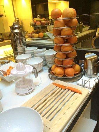 Hotel Palazzo Zichy: Breakfast Juicing Station
