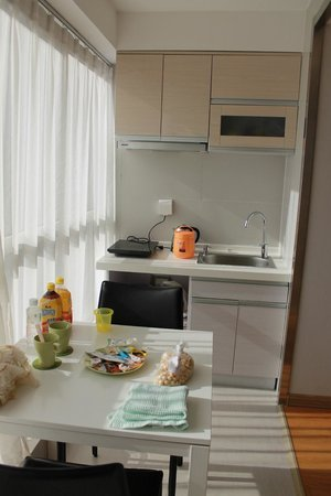 Harbour Plaza Deluxe Serviced Apartments: кухня