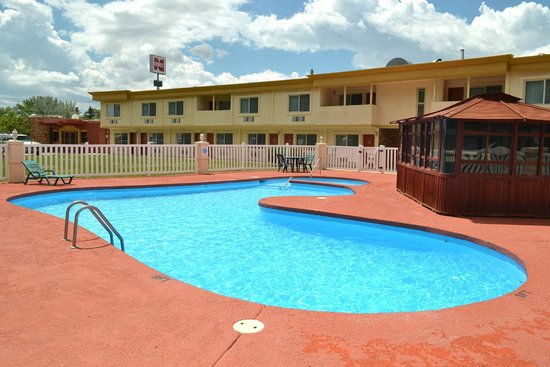 Quality Inn: Large pool for the family