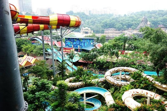 "Sunway Lagoon Theme Park: View from the way up to play the ""vuvu"" <that orange&red ride>"