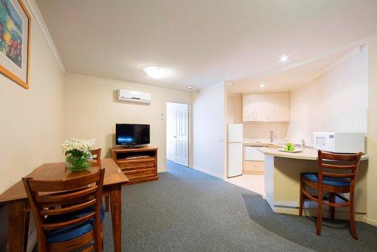 Canberra Parklands Central: Queen Kitchen