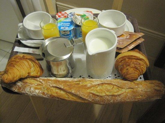 Nadaud Hôtel : Scrumptious breakfast!