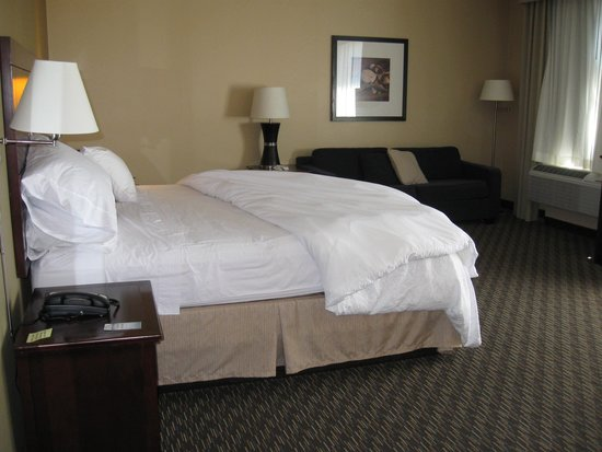 Hampton Inn & Suites Arroyo Grande/Pismo Beach Area: King size bed in the studio suites. More space to the right.