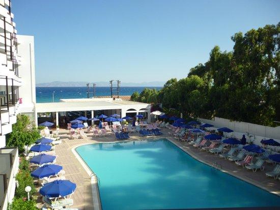 Belair Beach Hotel : Бассейн