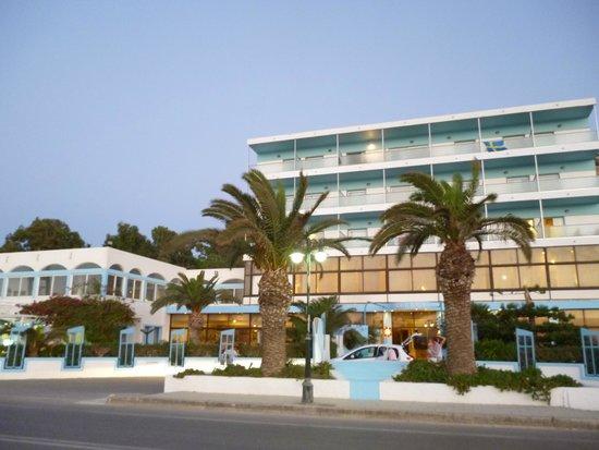 Belair Beach Hotel : Фасад отеля
