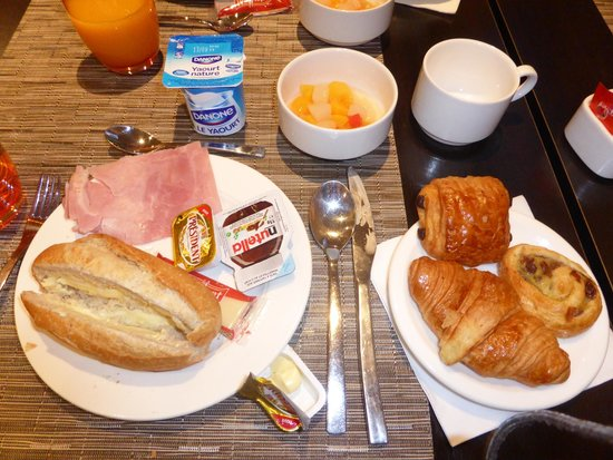 Eiffel Saint Charles: Breakfast