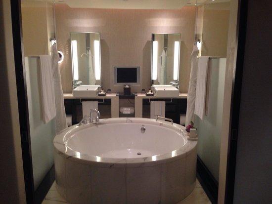 The Landmark Mandarin Oriental, Hong Kong: A bathroom to behold - a bath tub to swim in!