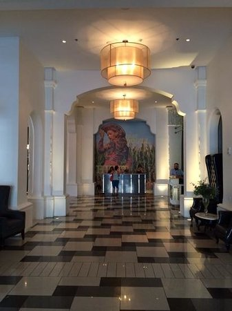 Padre Hotel: monumentale klassieke, doch modern ogende lobby