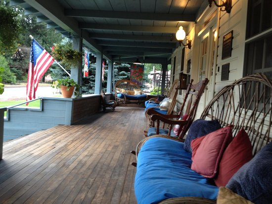 Prospect Historic Hotel - Motel and Dinner House: Welcoming and relaxing porch!