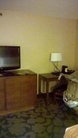 The Orleans Hotel & Casino: TV/Desk area