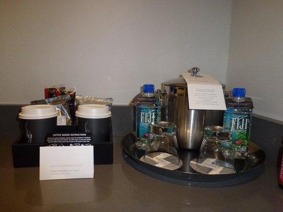 Hyatt Regency Vancouver: コーヒーは無料。水は有料です
