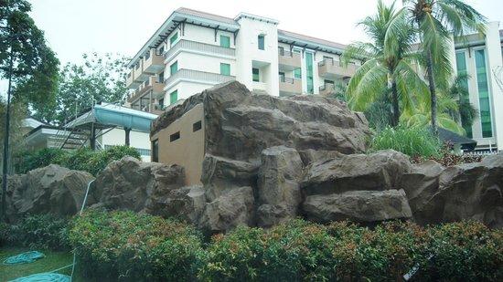 Widus Hotel and Casino : hotel grounds