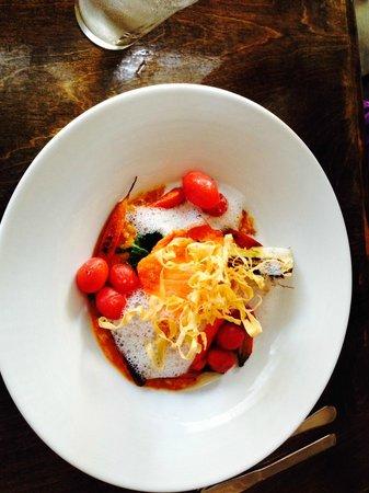Sante Restaurant & Charcuterie: Fresh Salmon and tomatoes