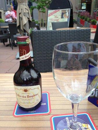 Brasserie Koener : Wine on the patio