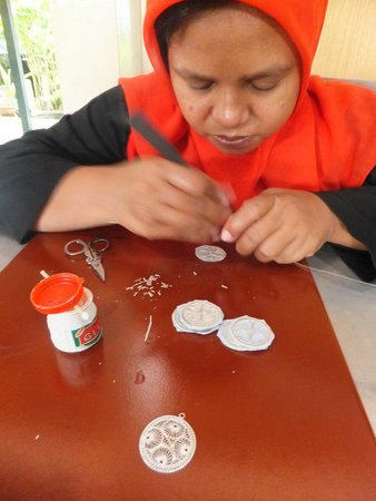 Kota Gede: Another craftsman at her works