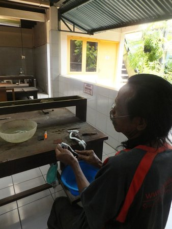 Kota Gede: Polisher using the local berry juice & toothbrush to work on the silver