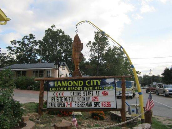 Diamond City, AR: entrance to resort