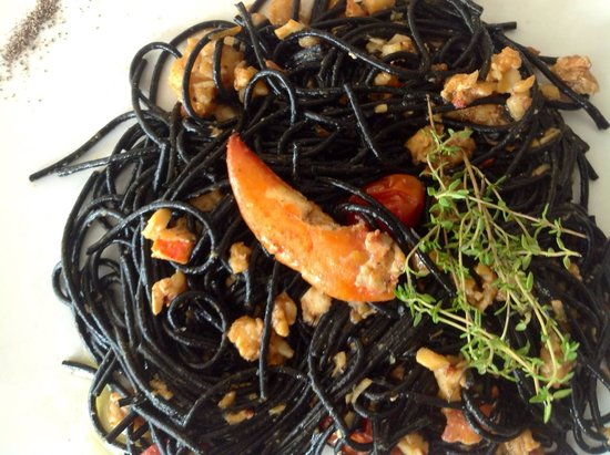 DaVinci Restaurant Nai Harn: Black spaghetti with lobster