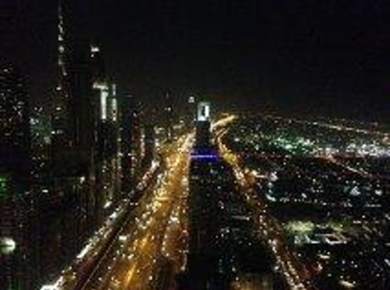 Millennium Plaza Hotel Dubai : night view from 58th floor
