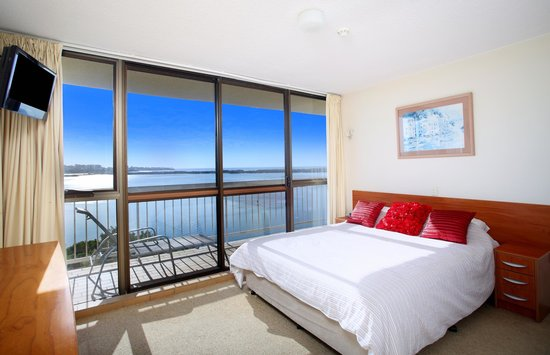 Gemini Resort: Master Bedroom with access to the balcony and ensuite