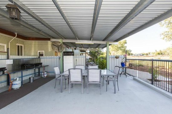 Cityside Accommodation: Back BBQ area