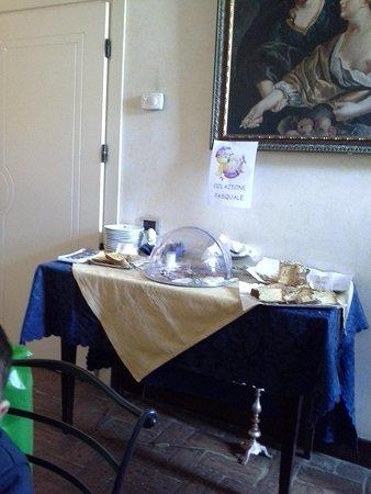 Aurora Hotel: tavolino dolci Pasquali