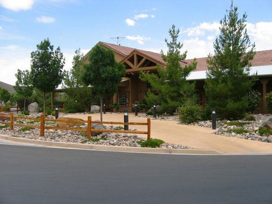 Zion River Resort: Regristration building