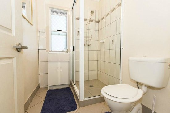 Cityside Accommodation: Worker single rooms bathroom