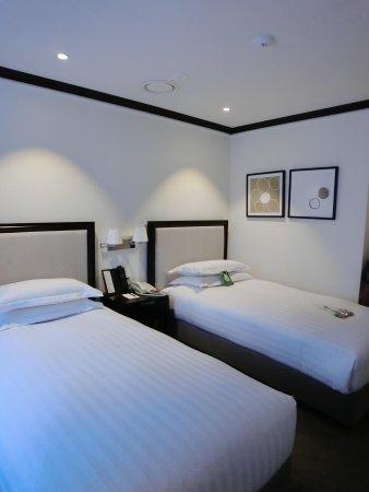 The Grand Hotel Myeongdong : 酒店設備齊全,innisfree洗臉清潔用品,還有牙膏牙刷風筒。