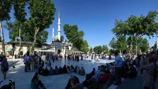 La mosquée Eyüp Sultan (Eyup Sultan Camii) : Стамбул. У мечети Эйюп-султан
