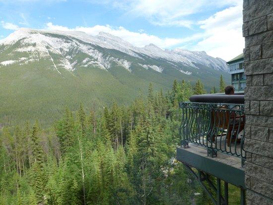 Rimrock Resort Hotel: 部屋から見える山