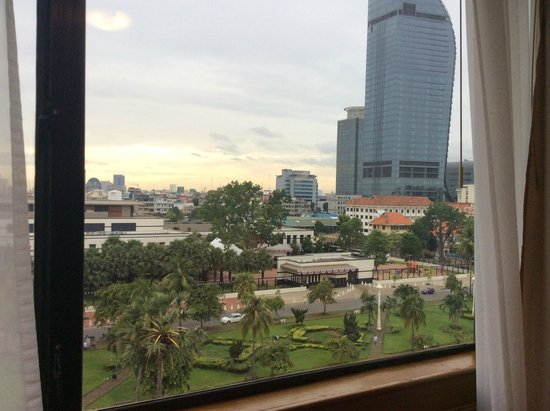Sunway Hotel Phnom Penh: The view towards the American Embassy