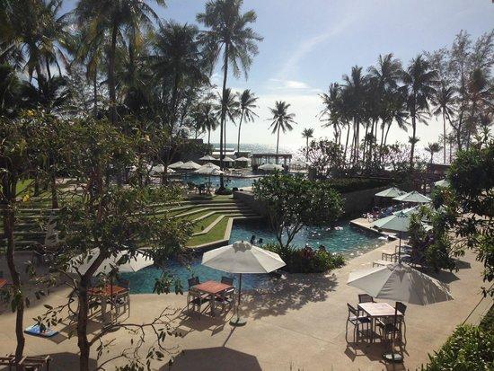 Outrigger Laguna Phuket Beach Resort: 渡り廊下からの眺め。