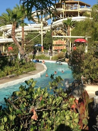 Six Flags Hurricane Harbor : Lazy river quite late in the day.