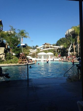 Six Flags Hurricane Harbor : pool area