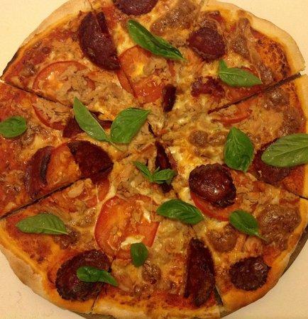 Dacha Restaurant : Pizza Salame Peperoncino
