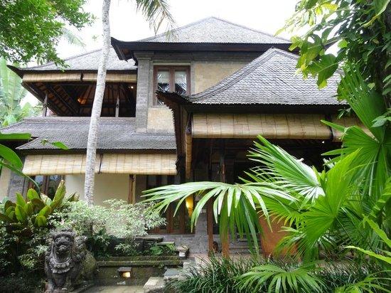 Warwick Ibah Luxury Villas & Spa : Villa 106 (top) and Villa 105 (bottom).