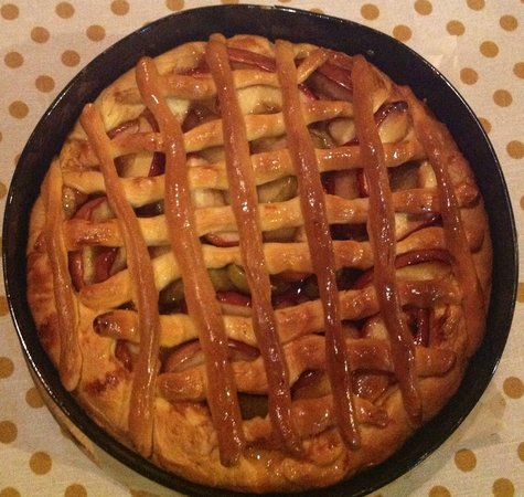 Dacha Restaurant : Countryside Apple Pie
