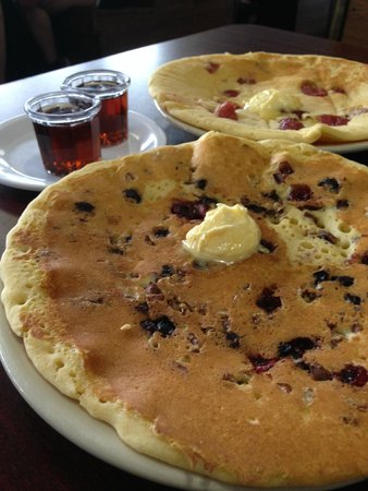 Cafe Cappuccino: Mixed Berry Nut Pancake