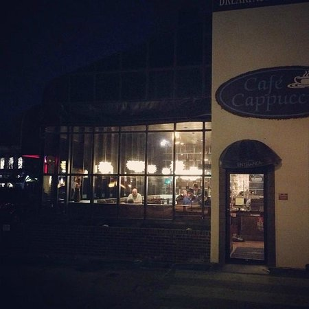 Cafe Cappuccino: Early breakfast at Cafe Capp